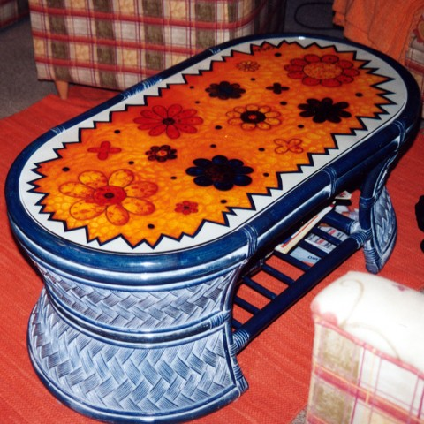 asztal-festett-uvegbol