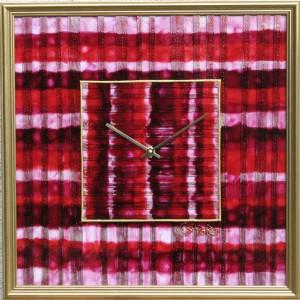 *Nyalóka* falióra A neve a rózsaszín-piros csillogó és csábító kinézetéből ered, melyet a fotó nem tud egészen visszaadni. 43*43 cm, arany fakeretben. Ára: 24.500.-