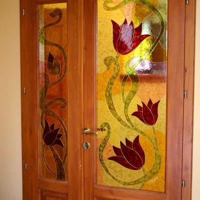 Beltéri ajtó tulipánokkal